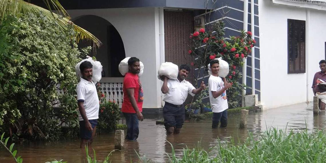 Flood aid in Kerala being carried by Salvation Army staff