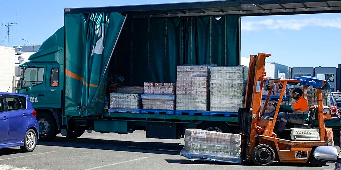 Wattie's delivery of 25k cans to Salvation Army foodbanks